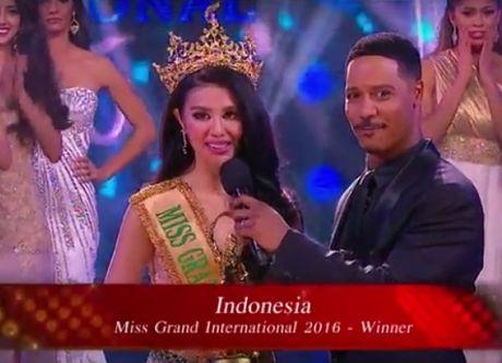 Thi sinh Indonesia dang quang Hoa hau Hoa binh Quoc te - Anh 2
