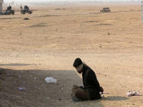 IS o Syria gui hang tram phan tu danh bom ve Mosul - Anh 1