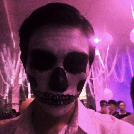 Tran ngap trang phuc Halloween tren duong pho - Anh 11