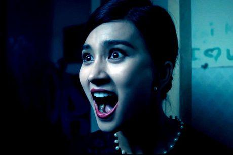 Kim Tuyen bi ma nu deo bam trong phim kinh di 'Hinh nhan' - Anh 2