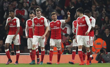 Chien thang khong tron ven cua Arsenal o cup Lien doan - Anh 3