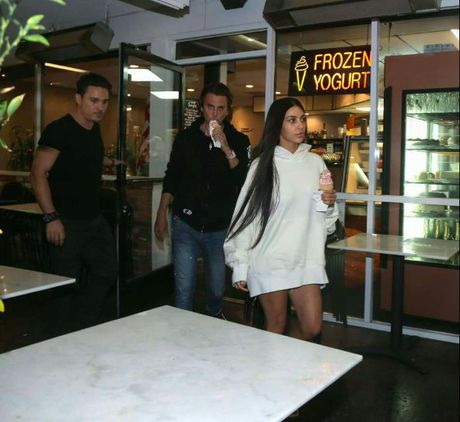 Kim Kardashian xuat hien nhot nhat sau vu cuop - Anh 2