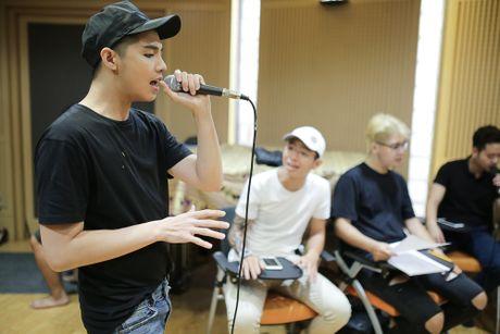 Noo Phuoc Thinh tap luyen vat va cho live show - Anh 1