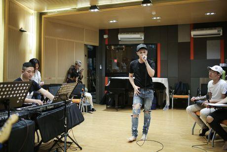 Noo Phuoc Thinh tap luyen vat va cho live show - Anh 3