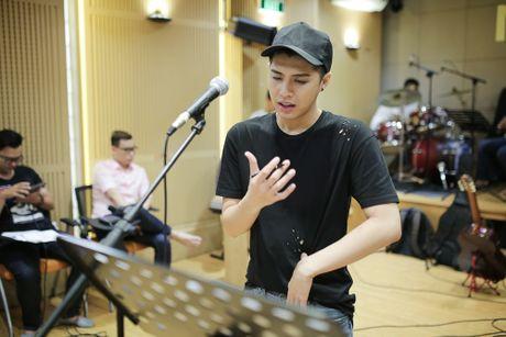 Noo Phuoc Thinh tap luyen vat va cho live show - Anh 8