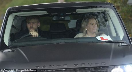 Martial don taxi roi san tap, Rooney lai xe BMW - Anh 3