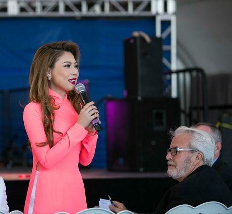Thanh Thao mac ao dai cham thi hoa hau o My - Anh 4
