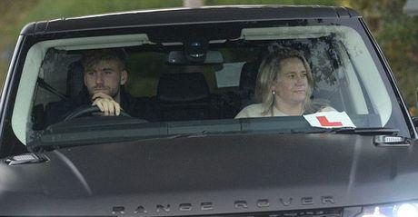 Martial tu bo sieu xe, Mata quan quit voi De Gea - Anh 2