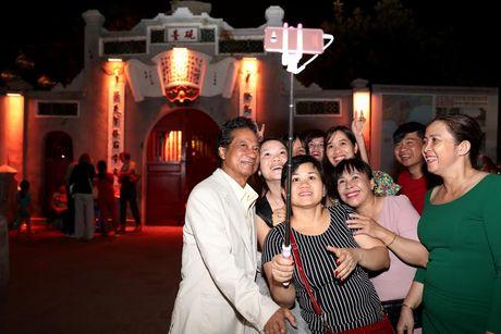 Fan nu lon tuoi 'nao loan' Bo Ho vi Che Linh - Anh 2