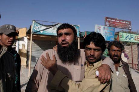 IS hay Al-Qaeda tan cong HV canh sat khien gan 180 nguoi thuong vong? - Anh 1
