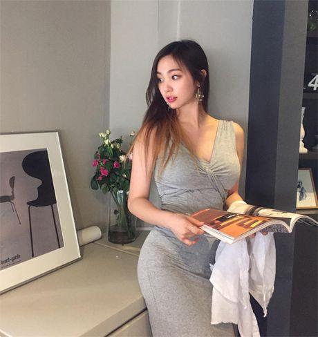 Tan Hoa hau Han duoc nhieu loi khen ngoi nho hinh the sexy - Anh 2