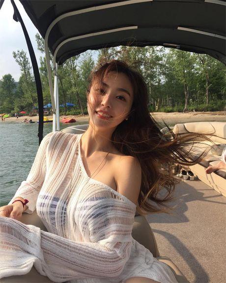 Tan Hoa hau Han duoc nhieu loi khen ngoi nho hinh the sexy - Anh 7