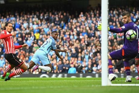 Pep Guardiola: 'Lam gi co chuyen cau thu Man City chan chien thuat cua toi' - Anh 2