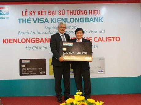 Cuu huan luyen vien Calisto lam dai su thuong hieu Kienlongbank Visa - Anh 1