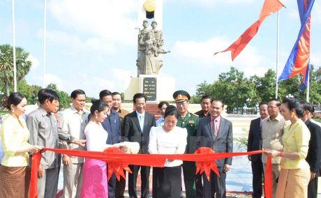 Campuchia khanh thanh Dai tuong niem Quan tinh nguyen Viet Nam - Anh 1