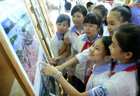 Cong dong ASEAN qua Trien lam anh va phim phong su-tai lieu - Anh 1