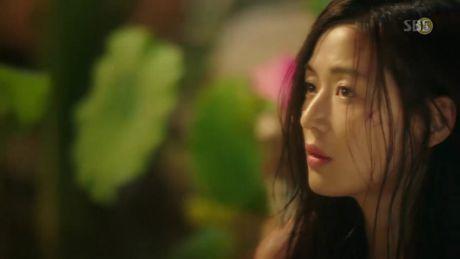 'Co nang ngo ngao' da bay Lee Min Ho vi dam nhin trom - Anh 12