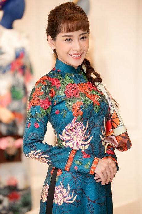 Dan my nhan Viet 'dep quen loi ve' voi ao dai cach tan - Anh 2