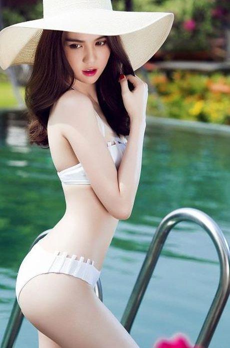 De nhat my nhan 'hong qua tao' nong bong, Ngoc Trinh hay Elly Tran? - Anh 5