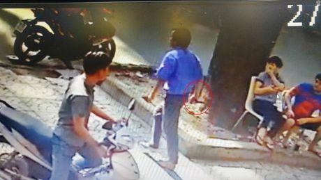 Tai xe xe buyt cam dao truy sat nguoi giua pho Sai Gon - Anh 1