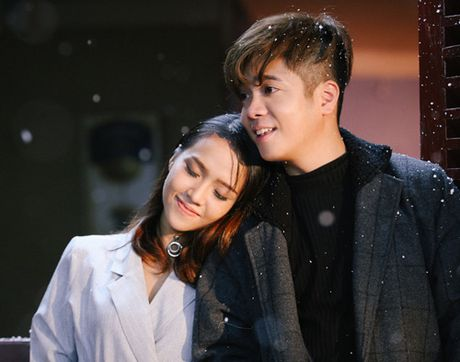 Bui Anh Tuan tinh tu ben co gai la trong MV moi - Anh 1