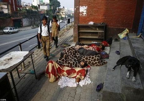 Kinh hoang cach giam doi cua tre em ngheo Nepal - Anh 11