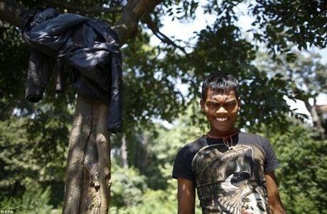 Kinh hoang cach giam doi cua tre em ngheo Nepal - Anh 5