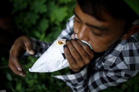 Kinh hoang cach giam doi cua tre em ngheo Nepal - Anh 6