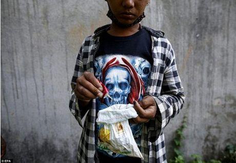 Kinh hoang cach giam doi cua tre em ngheo Nepal - Anh 9