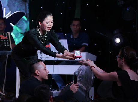 Phuong My Chi da diet hat tang dong bao mien Trung - Anh 12