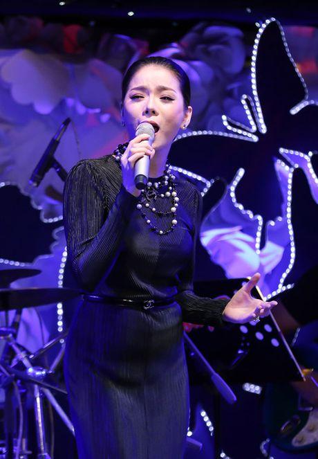 Phuong My Chi da diet hat tang dong bao mien Trung - Anh 13