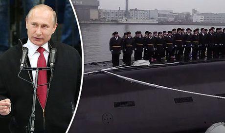 Putin trien khai sieu tau ngam tang hinh, cung ran ran de phuong Tay - Anh 1