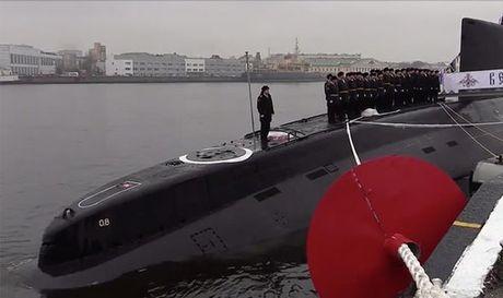 Putin trien khai sieu tau ngam tang hinh, cung ran ran de phuong Tay - Anh 2