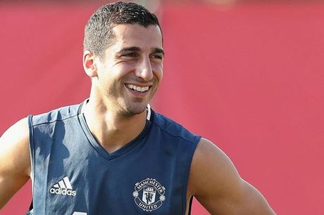 Diem tin chieu 27/10: Fan M.U noi dien voi Mourinho vi Mkhitaryan; Mignolet khien noi tinh Liverpool roi ren - Anh 1