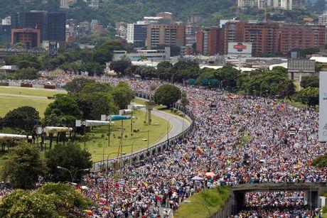 Bao loan o Venezuela qua anh - Anh 2