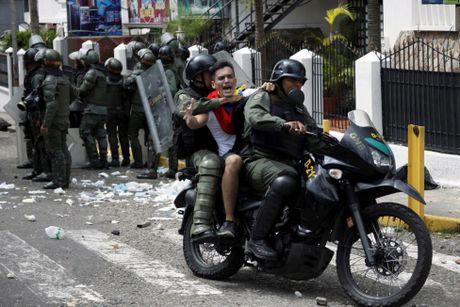 Bao loan o Venezuela qua anh - Anh 3