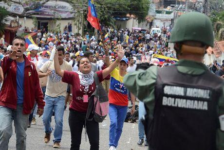 Bao loan o Venezuela qua anh - Anh 9