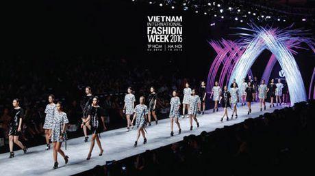 San khau Tuan le VIFW Thu Dong 2016 lay cam hung tu 'cua o' cua Ha Noi - Anh 3