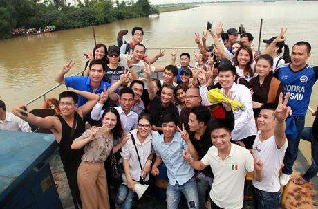 Dam Vinh Hung lam am long nguoi dan vung lu - Anh 10