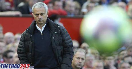 Nong: HLV Mourinho chinh thuc bi FA ket toi - Anh 1