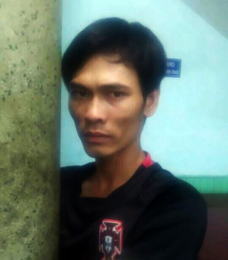 Canh sat hinh su truy duoi ten cuop giat tren pho - Anh 1