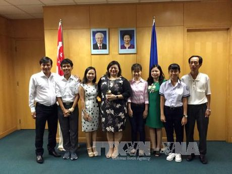 Gap co be duoc hoc bong ASEAN Singapore - Anh 2