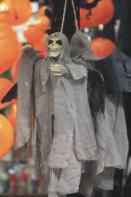 Do choi ma quy tran ngap pho co Ha Noi truoc ngay Halloween - Anh 8