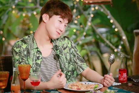 Sao Han 27/10: Park Shin Hye tu suong ao dieu, Go Ara toc tet xinh yeu - Anh 4