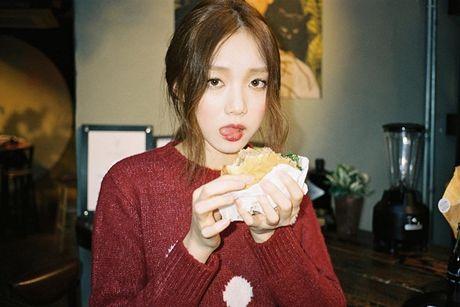 Sao Han 27/10: Park Shin Hye tu suong ao dieu, Go Ara toc tet xinh yeu - Anh 5