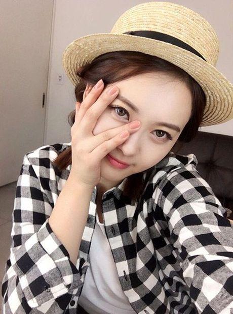 Sao Han 27/10: Park Shin Hye tu suong ao dieu, Go Ara toc tet xinh yeu - Anh 6
