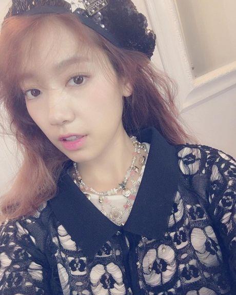 Sao Han 27/10: Park Shin Hye tu suong ao dieu, Go Ara toc tet xinh yeu - Anh 8