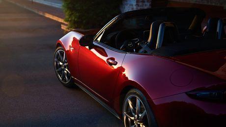 Sieu xe Mazda MX-5 Miata lan dau 'lo dien' - Anh 5