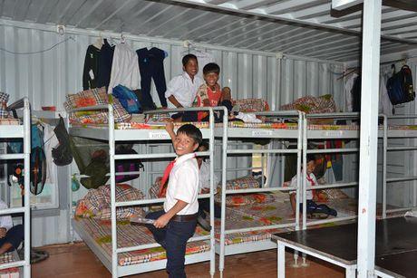 Quang Ngai: Nha ban tru cho hoc sinh bang thung xe container - Anh 1