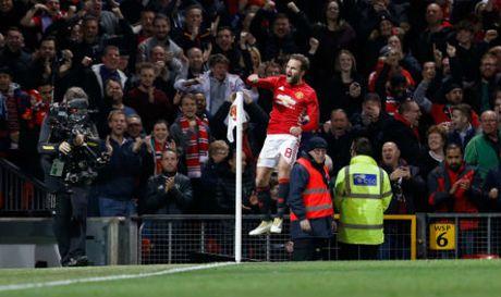 Da bai Man City, Mourinho cui dau xin loi fan MU - Anh 1